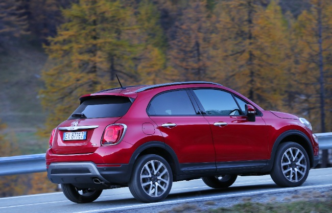 recensione fiat 500x e fiat 500x 4x4 cross plus test e prova su strada. Black Bedroom Furniture Sets. Home Design Ideas